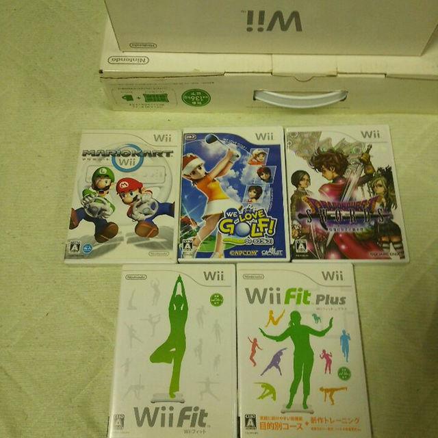 Wii(ウィー)のChristmas値下げ❗wii お買得セット【セット販売のみ】 エンタメ/ホビーのテレビゲーム(家庭用ゲーム本体)の商品写真