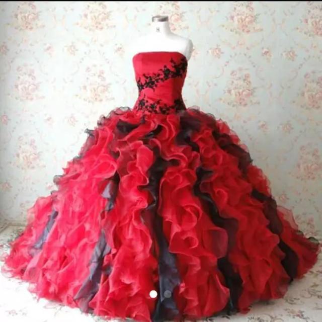 ウエディングドレス 赤黒ミックス レディースのフォーマル/ドレス(ウェディングドレス)の商品写真