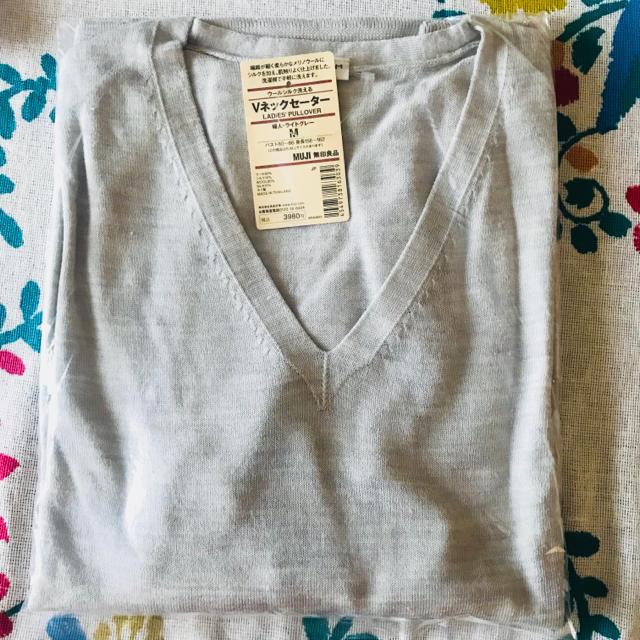 MUJI (無印良品)(ムジルシリョウヒン)の無印 ウールシルク Vネックセーター 新品未開封 レディースのトップス(ニット/セーター)の商品写真