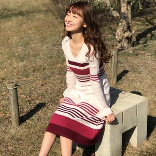 シェリーモナ(Cherie Mona)の【美品】ボーダーニットワンピース  ベージュ(ひざ丈ワンピース)