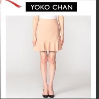 バーニーズニューヨーク(BARNEYS NEW YORK)のヨーコチャン ヘプラム スカート ホワイト(ひざ丈スカート)