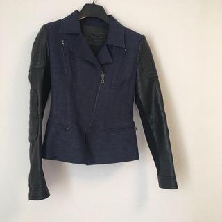 ビーシービージーマックスアズリア(BCBGMAXAZRIA)のBCBGMAXAZRIA ライダース風 ジャケット + デニム素材スカート (ライダースジャケット)