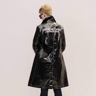 アンダーカバー(UNDERCOVER)の最終値下げ 16aw アンダーカバー ビニール ロゴ コート トレンチ 黒 2(トレンチコート)