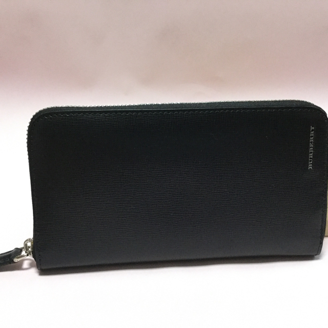 on sale a5598 b7f53 【こうちゃん様専用】バーバリー メンズ 長財布ラウンドジップ財布 | フリマアプリ ラクマ