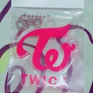 ウェストトゥワイス(Waste(twice))の専用!!TWICE★ キーホルダー ロゴ レッド(K-POP/アジア)