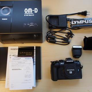 オリンパス(OLYMPUS)のオリンパス E-M1 mark ii 予備純正バッテリー 非売品ストラップ付き(ミラーレス一眼)