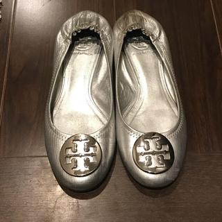 トリーバーチ(Tory Burch)のトリーバーチ シルバーフラットシューズ(ローファー/革靴)