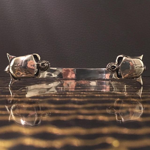 CRAZY PIG(クレイジーピッグ)のクレイジーピッグ 2スカルバングル メンズのアクセサリー(バングル/リストバンド)の商品写真