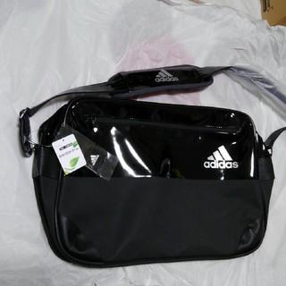 アディダス(adidas)のニューデザインadidas エナメルショルダーバッグ ブラック/シルバー(ショルダーバッグ)
