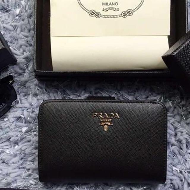 c2ba65733c76 PRADA(プラダ)のプラダ 財布 1M1225 二つ折り財布 ブラック 可愛い レディースのファッション