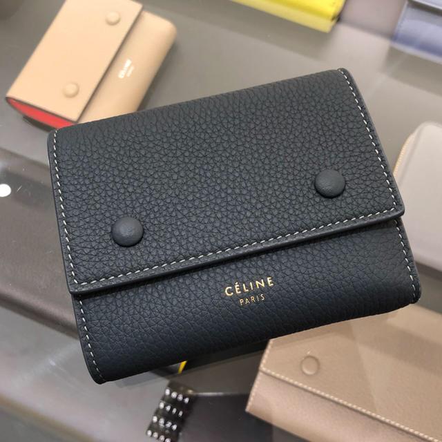 innovative design ae7cf b6c6e CELINE 18SS最新カラー♪ ダブルボタン3つ折ミニ財布 | フリマアプリ ラクマ