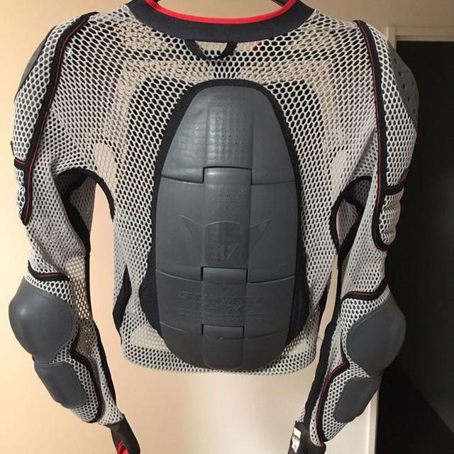 DAINESE ダイネーゼ プロテクター メッシュ ジャケット スポーツ/アウトドアのスノーボード(その他)の商品写真