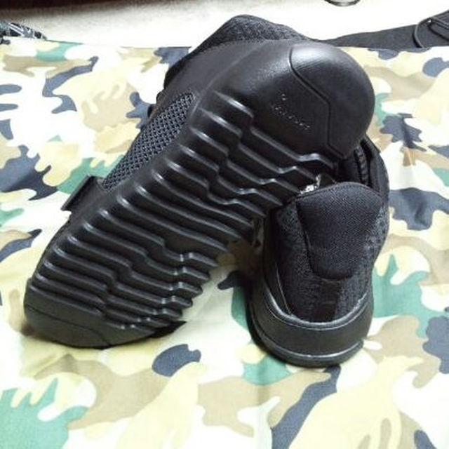 ZARA(ザラ)のZARA MANベルトスニーカー yeezyエルビラKENZOY's メンズの靴/シューズ(スニーカー)の商品写真