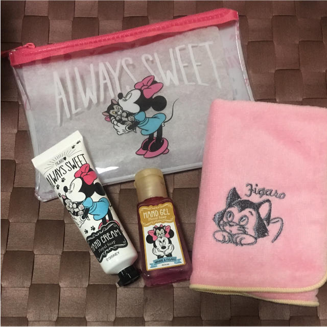 Disney(ディズニー)のミニーちゃん ハンドケアギフト *新品未使用 コスメ/美容のボディケア(ハンドクリーム)の商品写真