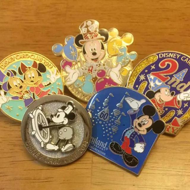 Disney(ディズニー)のディズニー バッジ エンタメ/ホビーのアニメグッズ(バッジ/ピンバッジ)の商品写真