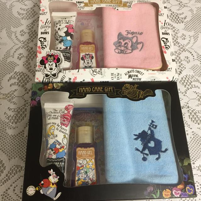Disney(ディズニー)のDISNEY  ハンドケアGIFT  セット二つ コスメ/美容のボディケア(ハンドクリーム)の商品写真