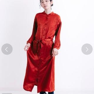メルロー(merlot)の新品メルローmerlot サテン袖プリーツ☆シャツワンピース☆オレンジ(ロングワンピース/マキシワンピース)