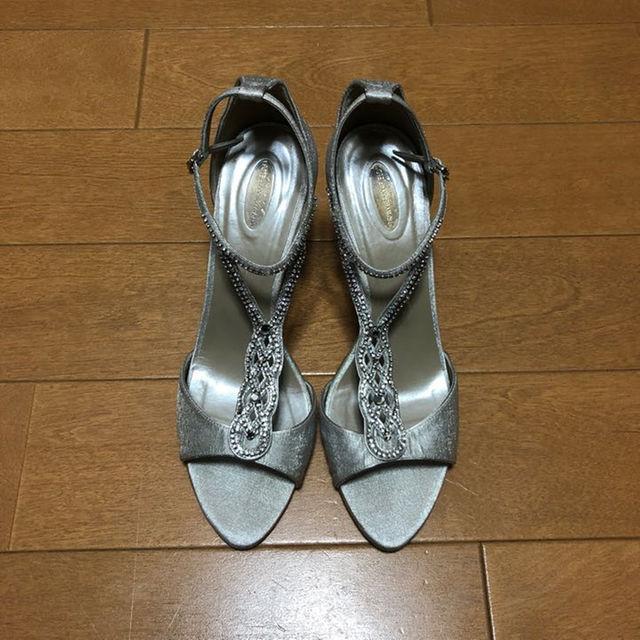 STRAWBERRY,FIELDS(ストロベリーフィールズ)のグレーのヒール 、グレーの靴、