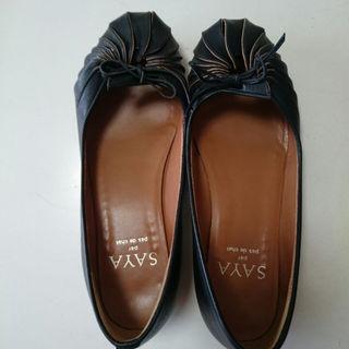 サヤラボキゴシ(SAYA / RABOKIGOSHI)のふくぷく1120様専用❗美品 sayaパンプス 黒 サイズ23.5センチ(ローファー/革靴)