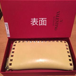 ヴァレンティノガラヴァーニ(valentino garavani)の最終値下げ VALENTINO ロックスタッズウォレット イエロー 長財布(財布)