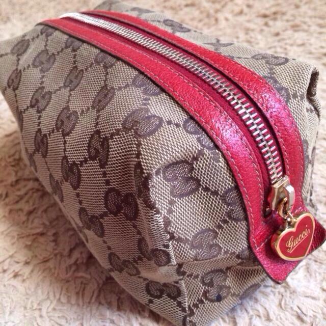 46ee96b164fc Gucci(グッチ)のGUCCI ♡ ハートチャームポーチ レディースのファッション小物(ポーチ