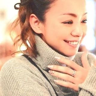 ユニクロ(UNIQLO)の安室奈美恵 グレーニットセーター Sサイズ 入手困難❗(ミュージシャン)