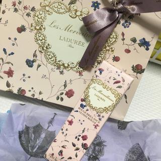 レメルヴェイユーズラデュレ(Les Merveilleuses LADUREE)のそのままプレゼントに☆(口紅)