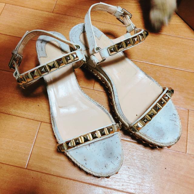 Christian Louboutin(クリスチャンルブタン)の最終値下げ クリスチャンルブタン カタクロウ ホワイト レディースの靴/シューズ(サンダル)の商品写真