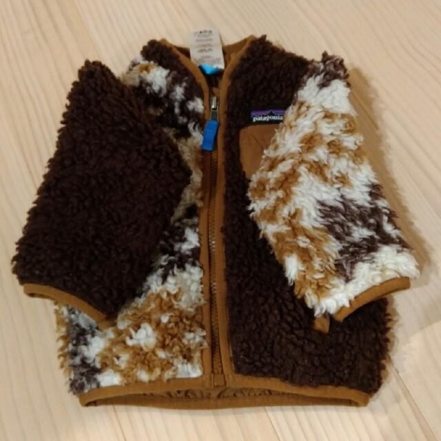 patagonia(パタゴニア)のあやねのね様専用 patagonia 12m ボアジャケット 使用感あり キッズ/ベビー/マタニティのベビー服(~85cm)(ジャケット/コート)の商品写真