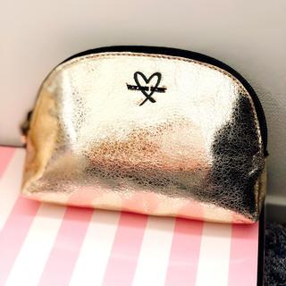 ヴィクトリアズシークレット(Victoria's Secret)の新品♡ victoria's secret  ポーチ ゴールド ハート(ポーチ)