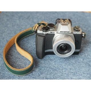 オリンパス(OLYMPUS)のオリンパス E-M10 12-32mm レンズセット グリップ付き(ミラーレス一眼)