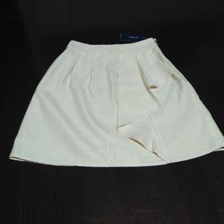 プーラフリーム(pour la frime)の新品タグ付きpour la frime アイボリーオシャレデザインスカート(ひざ丈スカート)