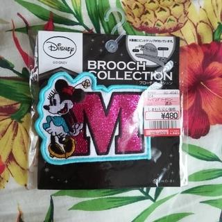 ディズニー(Disney)のDisny ミニー イニシャルブローチ(ブローチ/コサージュ)