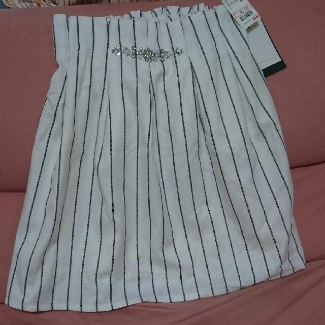 Avail(アベイル)の新品タグ付き!アベイル☆ビジュー付きストライプスカート レディースのスカート(ミニスカート)の商品写真