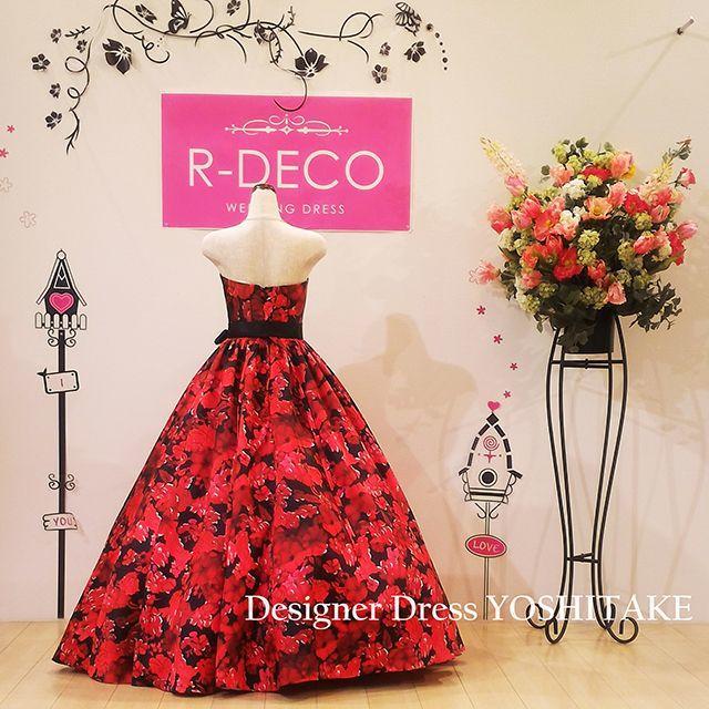 ウエディングドレス 黒ベース/赤花柄 披露宴/二次会 レディースのフォーマル/ドレス(ウェディングドレス)の商品写真