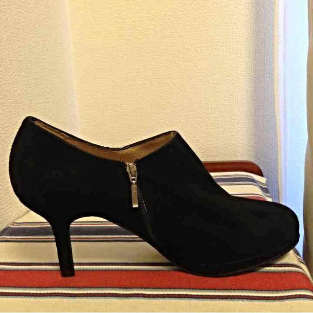 IENA(イエナ)の美品  スペイン 黒ブーティー レディースの靴/シューズ(ハイヒール/パンプス)の商品写真