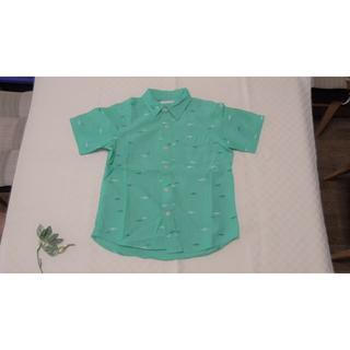 ジーユー(GU)の☆GU☆ジーユー 半袖シャツ グリーン おさかなプリント 130cm(ブラウス)