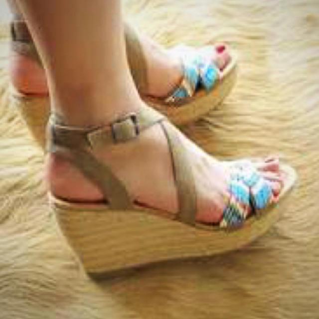 Minnetonka(ミネトンカ)のミネトンカビーズサンダル レディースの靴/シューズ(サンダル)