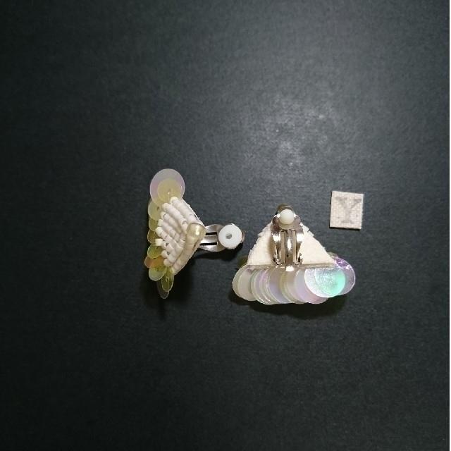 I am I(アイアムアイ)のくらげ レモンイエロー ビーズとスパンコール刺繍 イヤリング ハンドメイドのアクセサリー(イヤリング)の商品写真