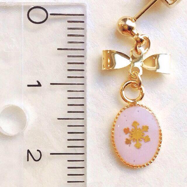 リボン×雪の結晶ピアス*ベビーパープル レディースのアクセサリー(ピアス)の商品写真