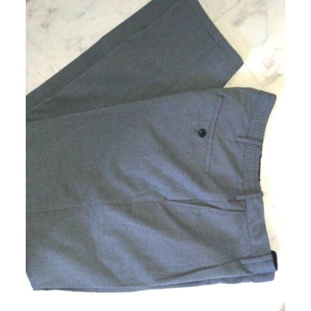 GU(ジーユー)のお値下げします様専用 GUイージートラウザーパンツ超美品 グレーL 84 86 メンズのパンツ(スラックス)の商品写真