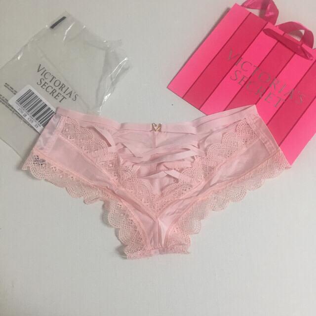 Victoria's Secret(ヴィクトリアズシークレット)の新品❤️ヴィクトリアシークレット レースアップチーキー ショーツ ピンク系 レディースの下着/アンダーウェア(ショーツ)の商品写真