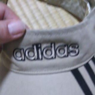 アディダス(adidas)のアディダス サンバイザー フリーサイズ ベージュ(その他)
