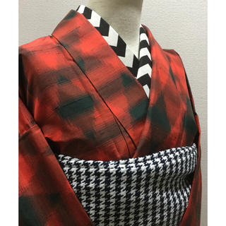 17 赤と黒 ダイヤ 紬 着物(着物)