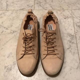 イタリア製の スエード 紳士靴(スリッポン/モカシン)