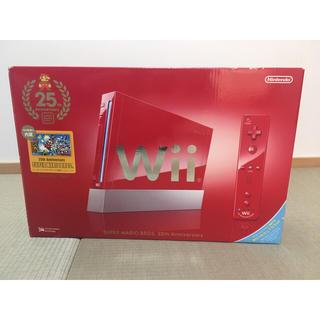 ウィー(Wii)のWii本体 (スーパーマリオ25周年仕様) 【メーカー生産終了】(家庭用ゲーム本体)