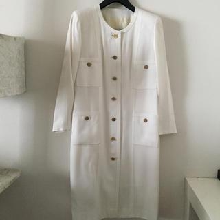 0ed0d985207156 本物 シャネル ツイード ダブルボタン ノッチド スカートスーツ 38 茶系. ¥47,200. シャネル(CHANEL)のシャネル リネンジャケット&スカート  スーツ(スーツ)