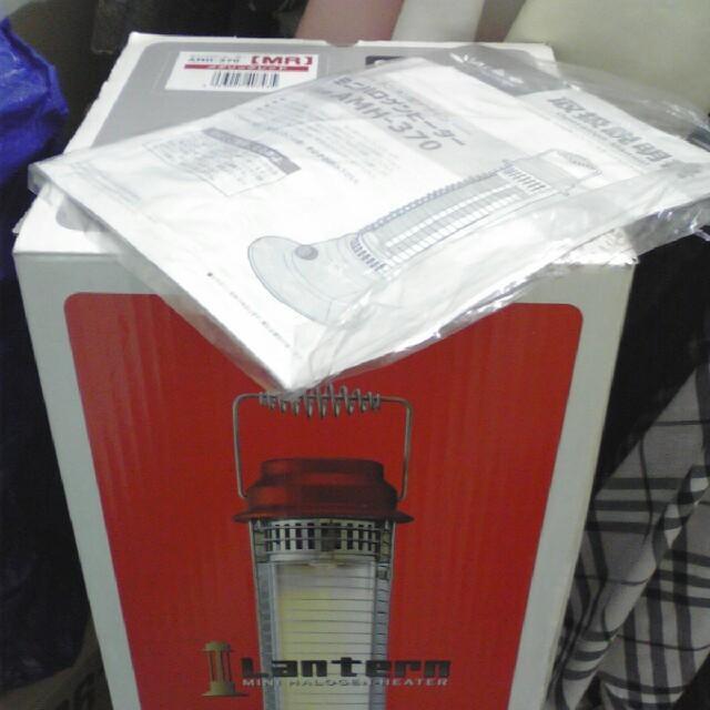 土曜まで限定♪ランタン型ミニハロゲンヒーター メタリックレッド 箱あり新同美品 スマホ/家電/カメラの冷暖房/空調(電気ヒーター)の商品写真
