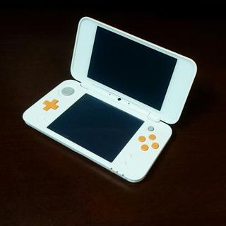 ニンテンドー3DS(ニンテンドー3DS)のNew 2DS LL ホワイト✖️オレンジ 本体のみ 送料無料(携帯用ゲーム機本体)