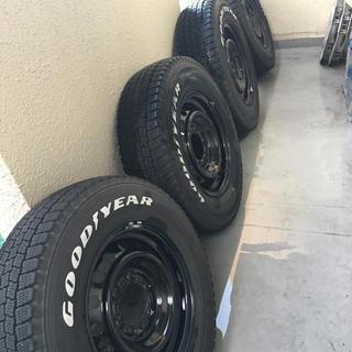 グッドイヤー(Goodyear)のスタッドレスタイヤ 195/80R15 グッドイヤー(ホワイトレター風)(タイヤ・ホイールセット)